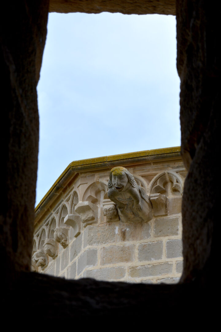 Detall d'una gàrgola de l'església